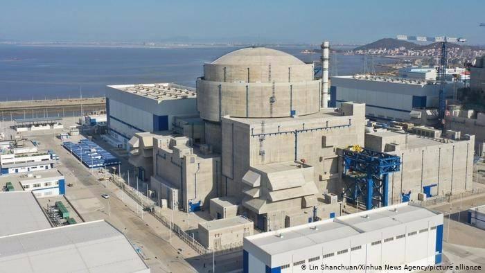 """每台""""华龙一号""""机组每年清洁发电近100亿千瓦时,相当于植树造林7000万棵"""