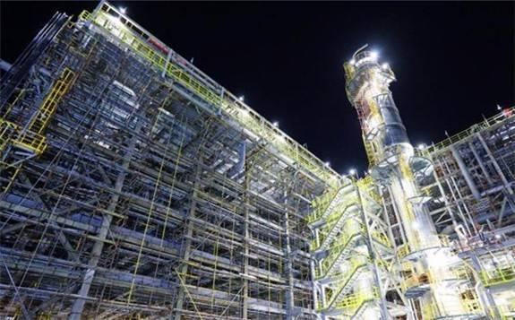 新疆獨山子石化塔里木乙烷制乙烯項目建設工地的一天