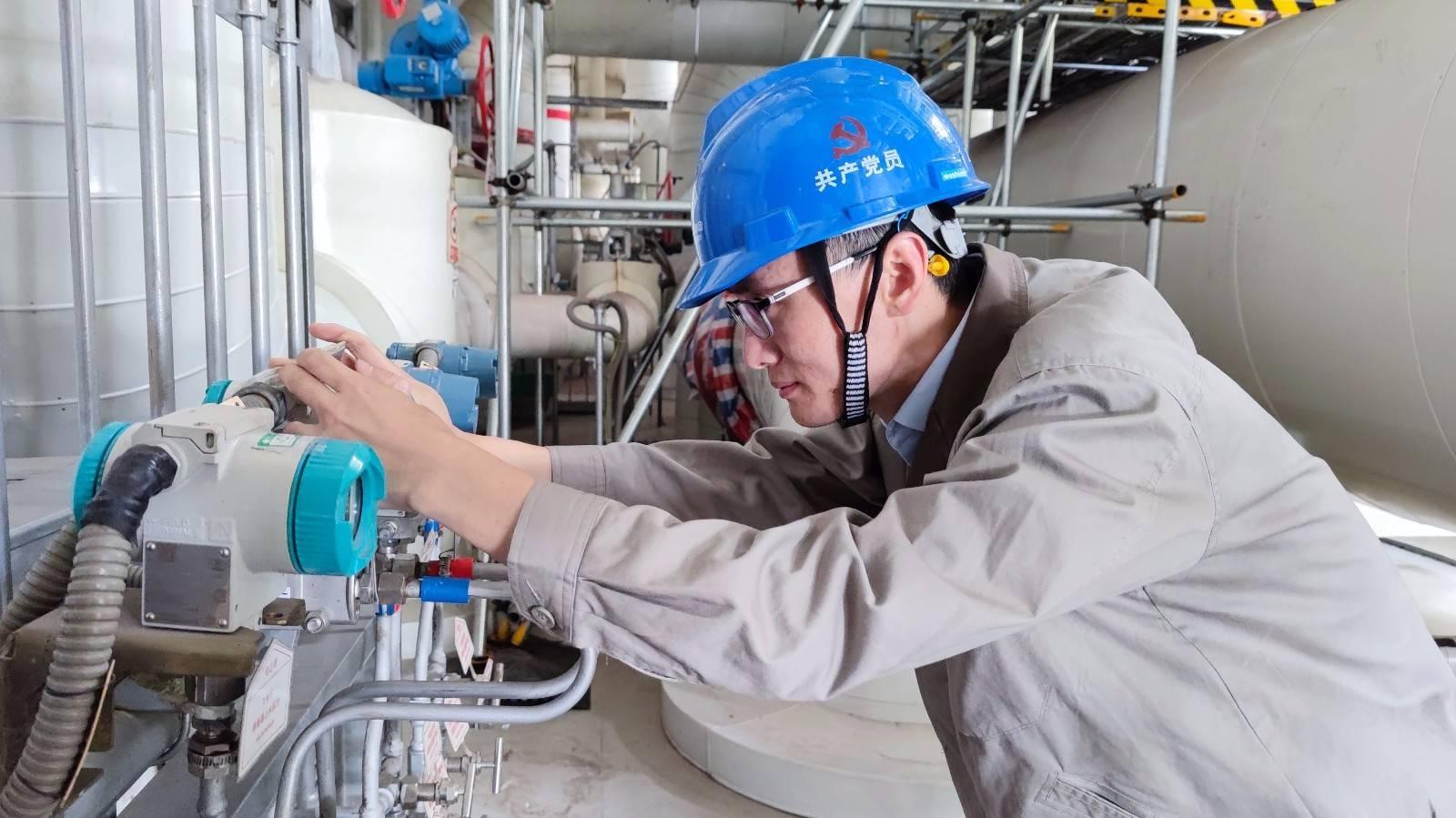福建鴻山發電公司開展壓力容器儀表更換工作