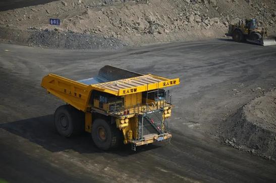 国家能源集团神延煤炭无人驾驶矿用卡车首次试验成功