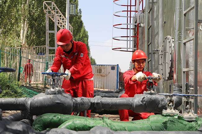 中曼温宿区块首个平台井组投产,新增四口探评井喜获高产油流
