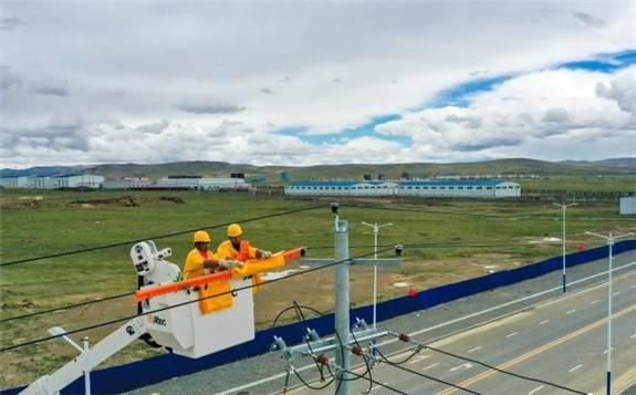 西藏那曲开展高海拔带电作业