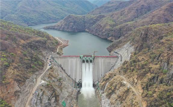 中国电建承建的赞比亚首座大型水电站发电