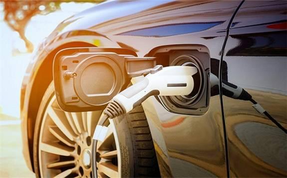 """用戶""""造車""""、續航破題、芯片蓄勢——新能源車企在關心什么?"""