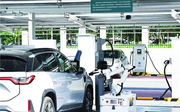 随着新能源汽车产业快速发展,你关心的热点问题有哪些进展?
