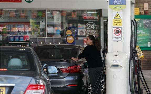 数以千计加油站26日卖光燃油,英国数千加油站无油