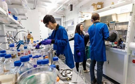 科学家尝试从海水中提取锂金属 满足激增的锂电池需求