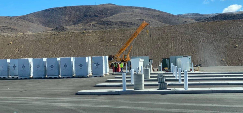 可为Semi卡车充电:特斯拉部署首座Megacharger充电站