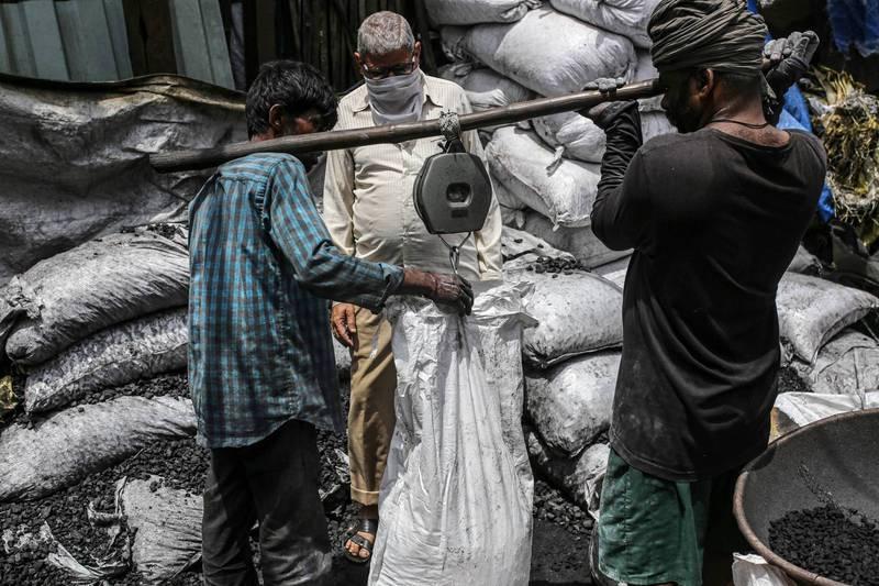 印度燃煤紧张 过半电厂存煤量仅可用不到2天