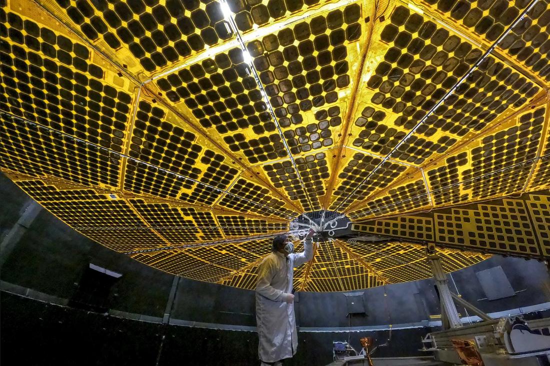 "NASA新發射的""露西號""航天器出現一個太陽能電池板問題"