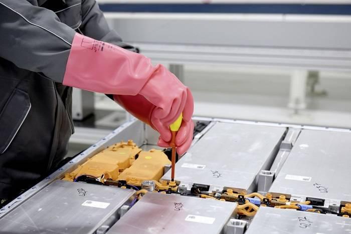 第一波新能源汽车动力电池退役潮临近 工信部要求做好回收利用工作